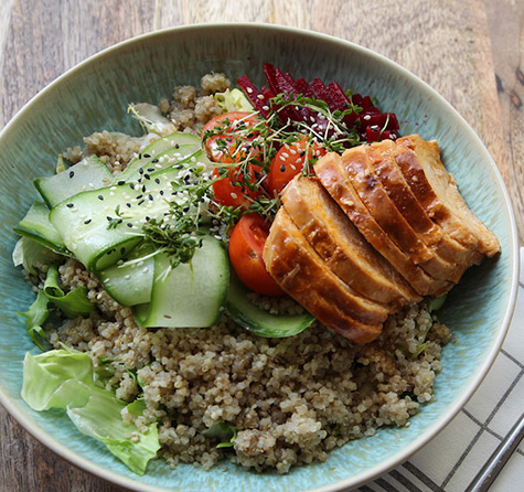 Quinoa Bowl mit Chicken